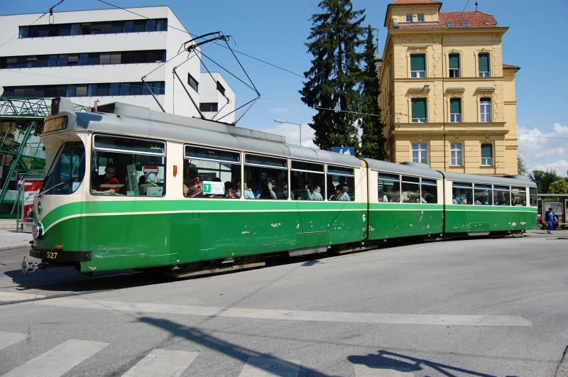 http://www.wiesloch-kurpfalz.de/Strassenbahn/Bilder/normal/Graz/09x0647.jpg