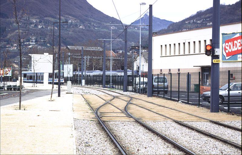 http://www.wiesloch-kurpfalz.de/Strassenbahn/Bilder/normal/Grenoble/03x017.jpg