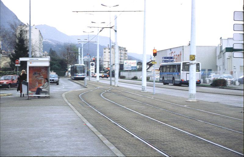 http://www.wiesloch-kurpfalz.de/Strassenbahn/Bilder/normal/Grenoble/03x031.jpg