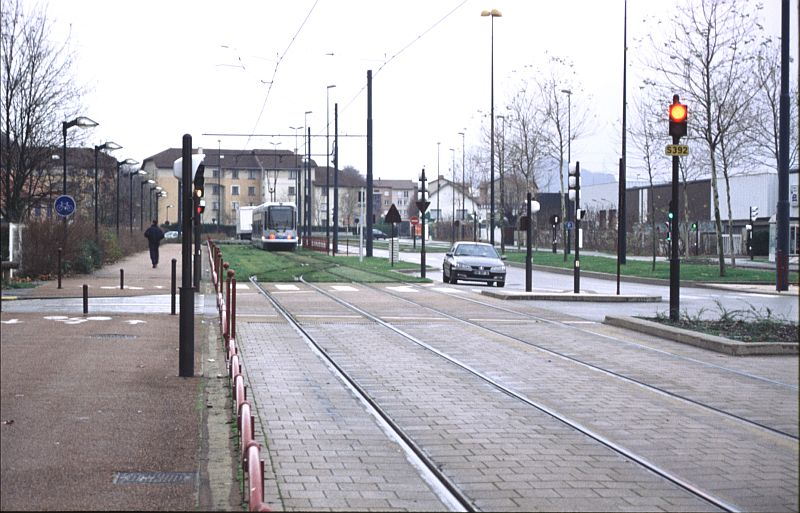 http://www.wiesloch-kurpfalz.de/Strassenbahn/Bilder/normal/Grenoble/03x032.jpg