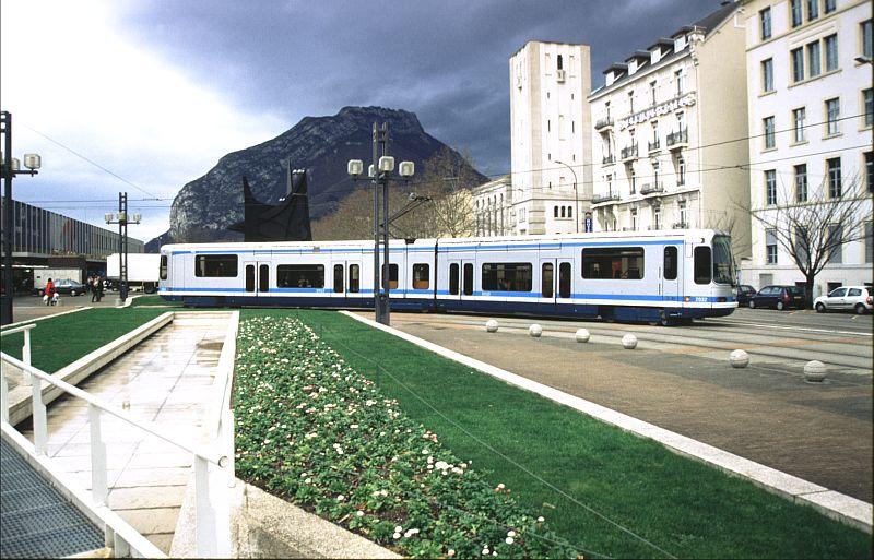 http://www.wiesloch-kurpfalz.de/Strassenbahn/Bilder/normal/Grenoble/03x035.jpg