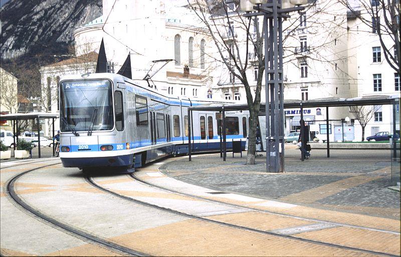 http://www.wiesloch-kurpfalz.de/Strassenbahn/Bilder/normal/Grenoble/03x036.jpg