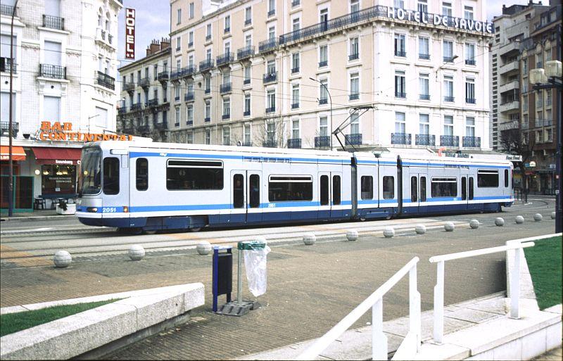 http://www.wiesloch-kurpfalz.de/Strassenbahn/Bilder/normal/Grenoble/03x038.jpg