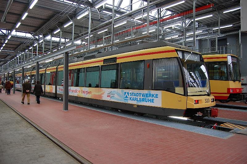 http://www.wiesloch-kurpfalz.de/Strassenbahn/Bilder/normal/Karlsruhe/09x0009.jpg