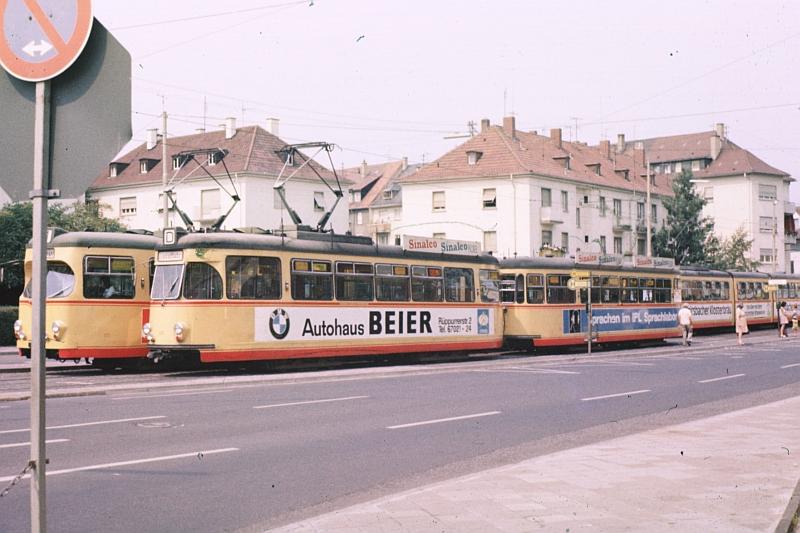 http://www.wiesloch-kurpfalz.de/Strassenbahn/Bilder/normal/Karlsruhe/82x028.jpg
