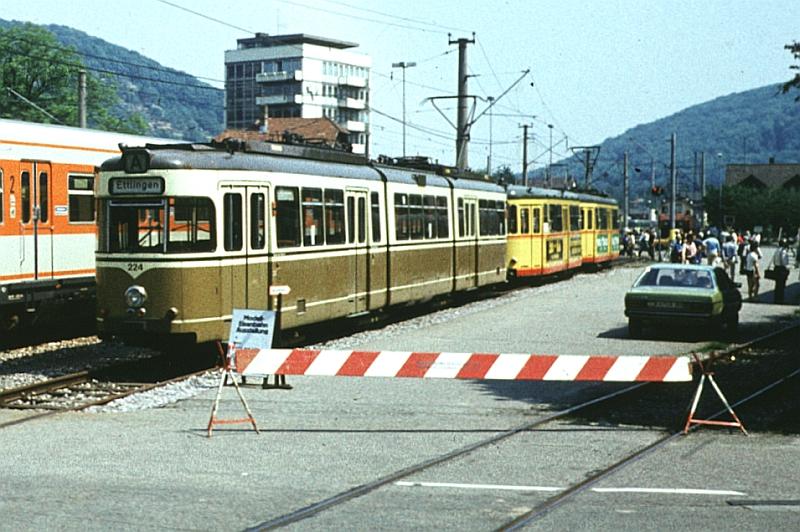 http://www.wiesloch-kurpfalz.de/Strassenbahn/Bilder/normal/Karlsruhe/82x031.jpg