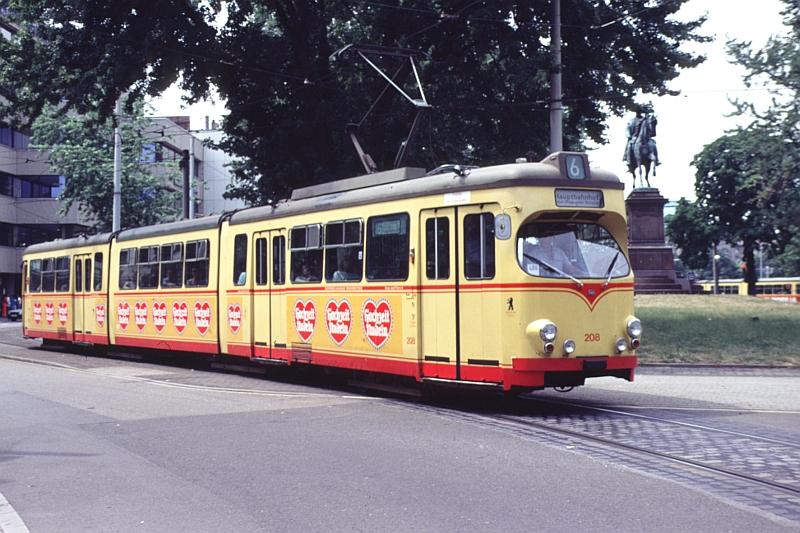 http://www.wiesloch-kurpfalz.de/Strassenbahn/Bilder/normal/Karlsruhe/91x498.jpg