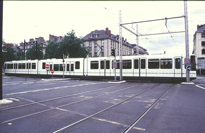 http://www.wiesloch-kurpfalz.de/Strassenbahn/Bilder/normal/Nantes/95x376.jpg